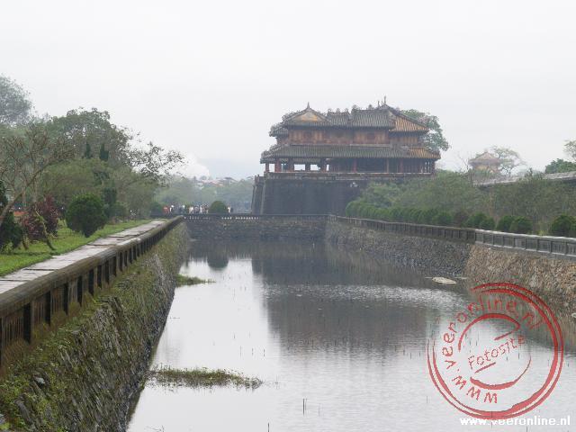 De gracht rond de Citadel van Huë