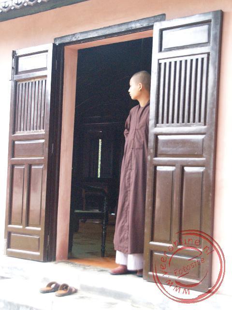 Een monnik in de Thien-Mu Pagode