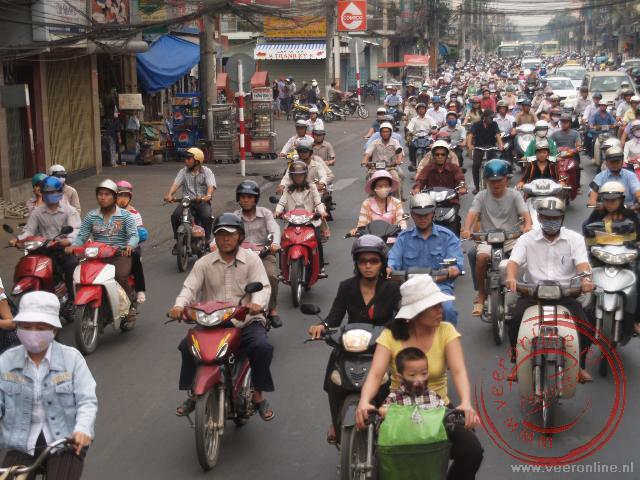 Het straatbeeld van Ho Chi Minh bestaat uit brommers, brommers en brommers