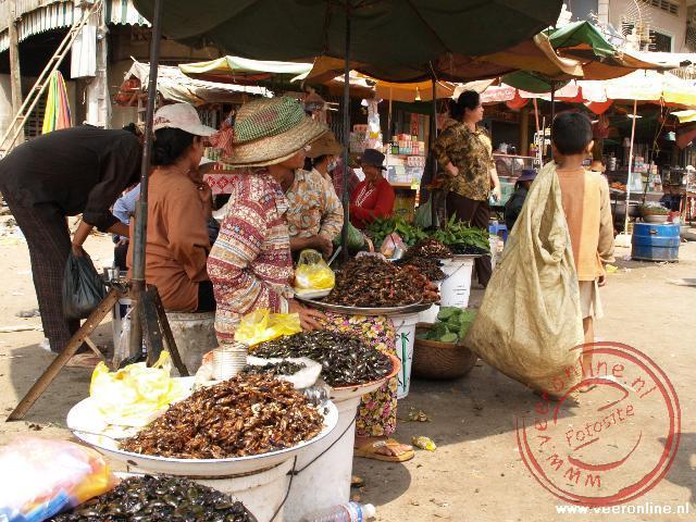 Het marktje aan de oever van de Mekong