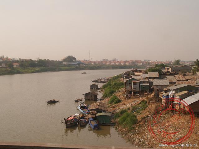 De rivier Tonlé Sap in Phong Peng