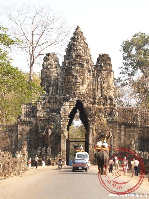 De zuidelijke toegangspoort van de Angkor thom