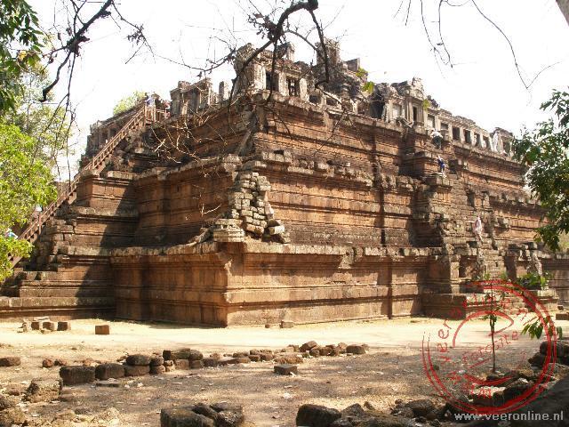 De Phimeanakas tempel in de Angkor Thom