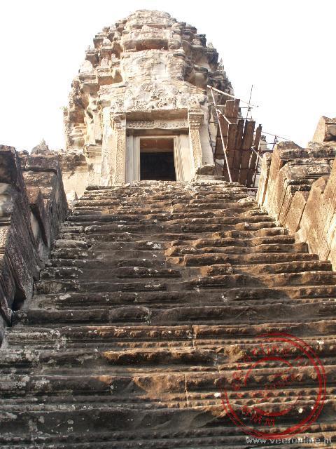 De trap naar de hoogste torens van de Angkor Wat