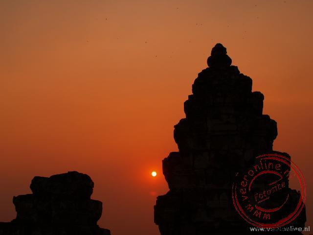 De Zonsondergang vanaf de Baksei Chamkrong.