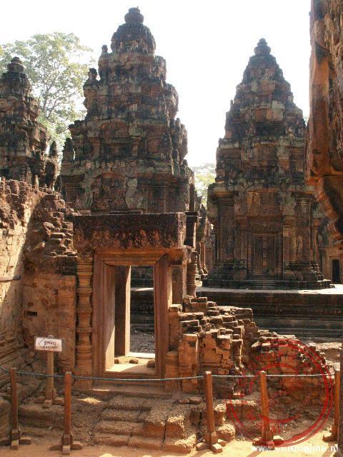Een doorkijk in de Wat Banteay Srei