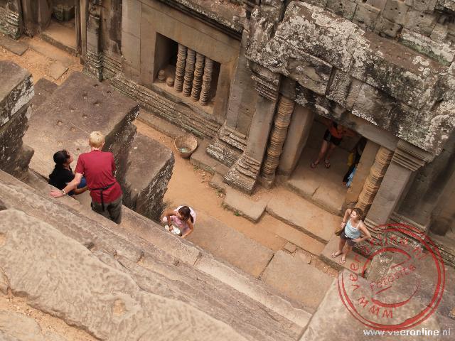 De steile trappen in de tempels hebben een stijgingspercentage van 70%