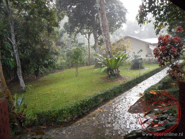 Tegen de avond barst regelmatig een flinke regenbui los