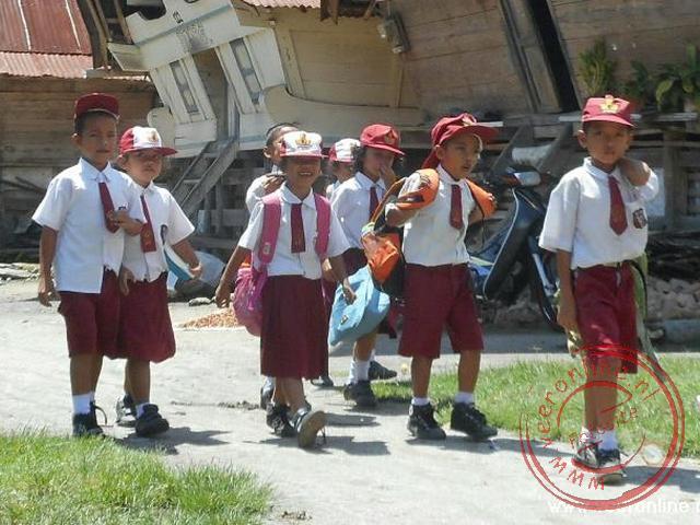 Schoolkinderen op het schiereiland Samosir