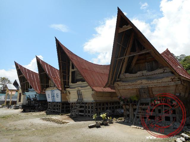 De traditionele Batak huizen worden op het eiland Samosir nog steeds gebruikt