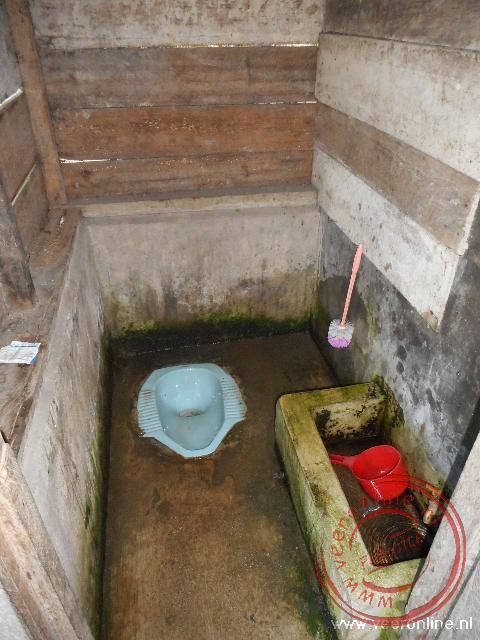 Een toilet langs de doorgaande weg