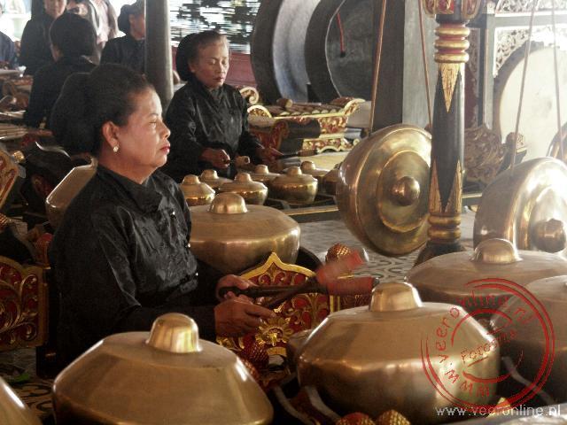 De traditionele Gamelan muziek in het paleis