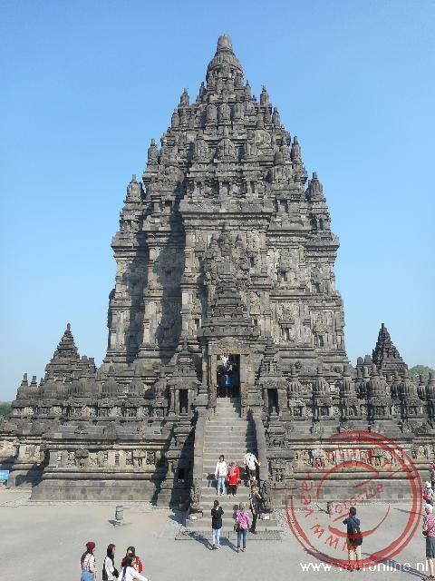 De hoofdtoren van de Prambanan tempel