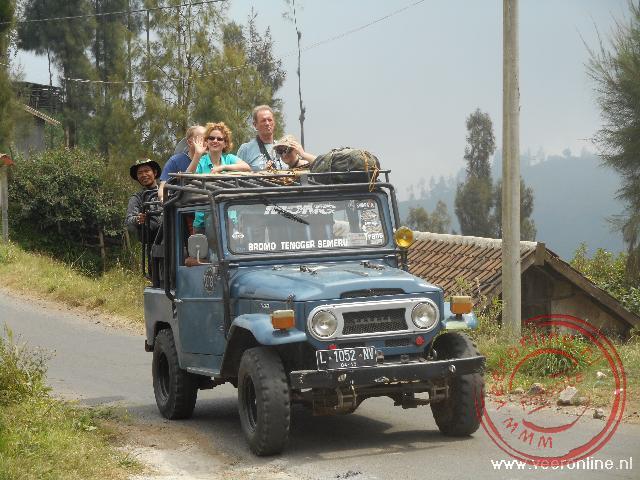Met terreinwagens naar de rand van de krater bij de Bromo vallei