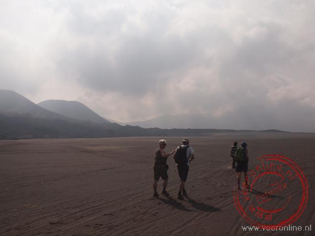 Door verschillende vulkaanuitbarstingen lijkt de omgeving van de Bromo vulkaan op een maanlandschap