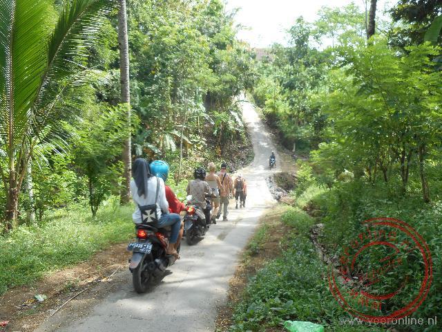 Een wandeling terug van de plantage naar Kalibaru