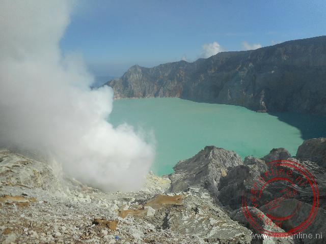 Het kratermeer van de Ijen vulkaan of Java