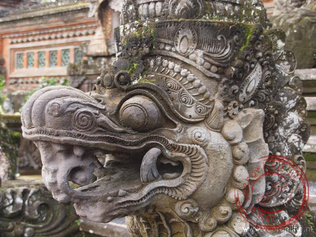 Een detail van de lotus tempel in Ubud