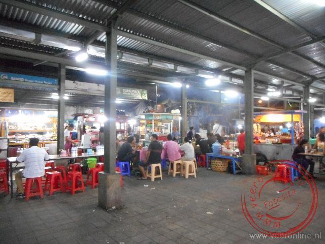 Op de avondmarkt van Sanur kun je lokaal eten