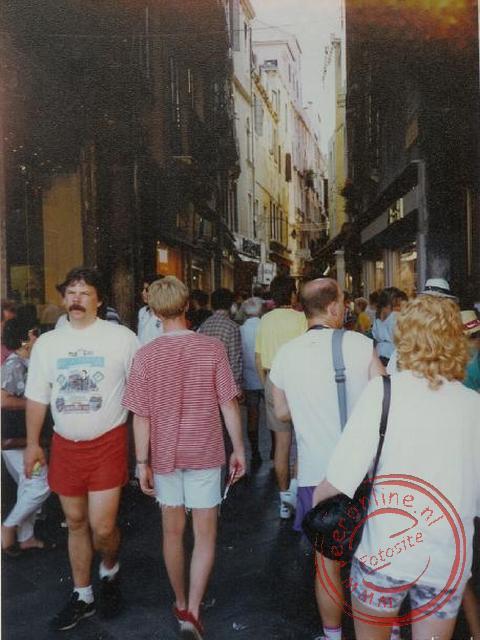 De smalle en drukke straatjes van Venetië