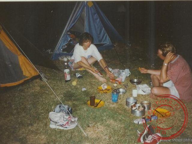 Eten klaar maken op de camping