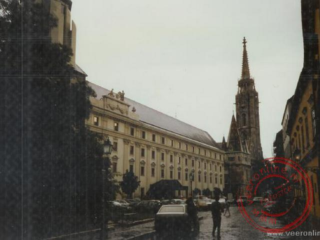 De natte straaten van Budapest aan de Buda zijde.