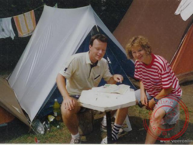 Ronald en Sandra voor de tent