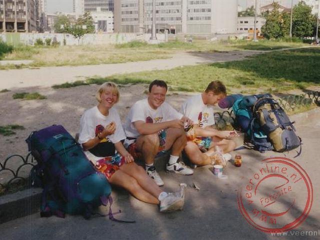 Ontbijten in het parkje voor het station