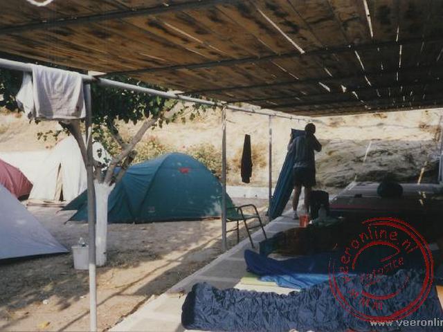 De alternative slaapplaats op de camping op Ios