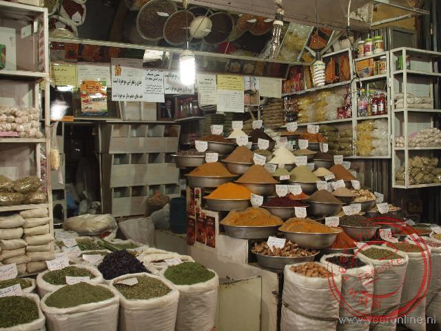 De kruidenwinkel in de bazaar van Shiraz