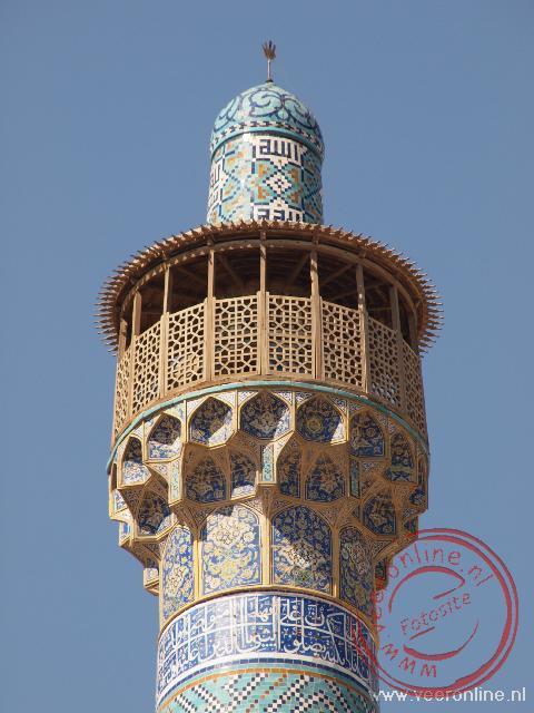Een van de twee torens boven de ingang van de Iman moskee