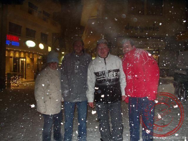 Het sneeuw s avonds behoorlijk door