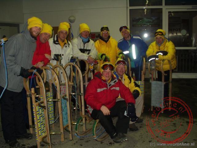 De rodel-groep klaar voor de rodelafdaling
