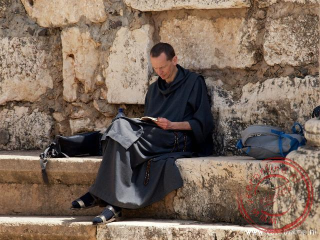Een pelgrim bezoekt Kafarnaüm