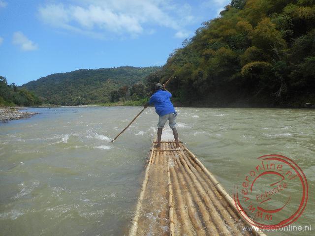 Met een bamboevlot over de Rio Grande