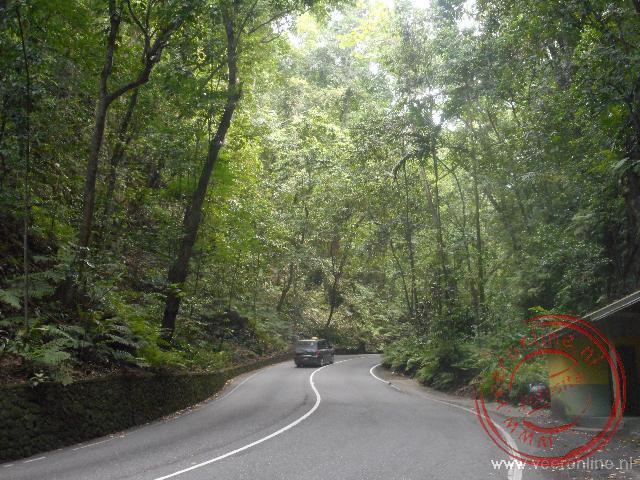 In de voormalige rivierbedding is een autoweg aangemaakt