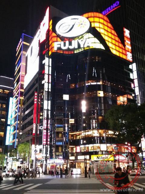 De verlichte straten van Tokyo