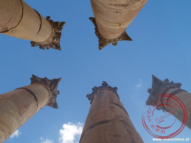 De zuilen van Artemis bewegen voelbaar met de wind