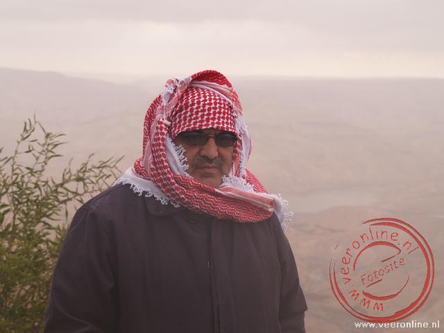 Onze gids Mohammed had zich gekleed tegen de frisse wind