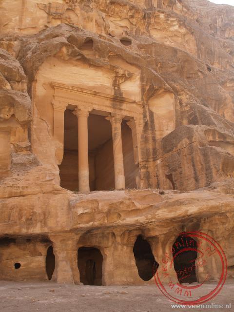 De painted biclinium in de Siq van Klein Petra was de vroegere diner zaal. Het plafond is versierd en dateert uit de eerste eeuw.
