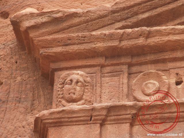 Een detail van de Lion Triclinium halverwege de trappen naar het klooster.