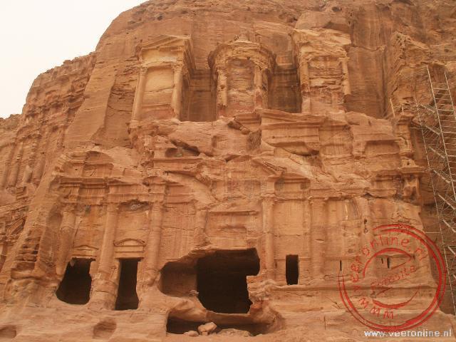 De uit de rotsen gehouwen Corinthian Tombe