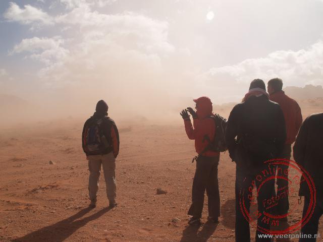 Een zandstorm in de woestijn