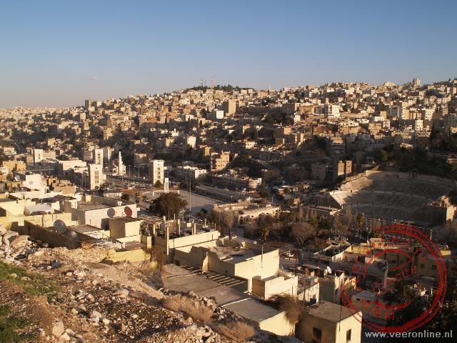 Uitizicht over Amman met het romeinse Theater en het Forum