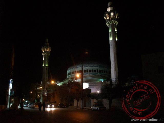 De imposante Abdullah Moskee by night