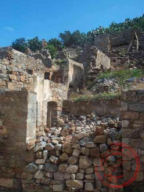 De oude huizen waar de lepra-bewoners woonden