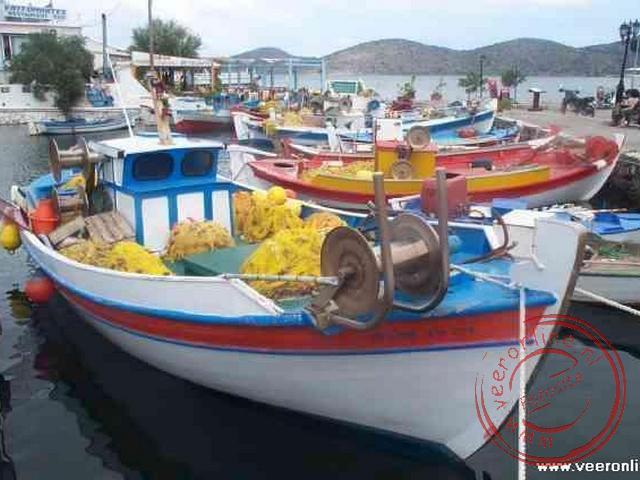De boten in de haven van Agios Nikolaos