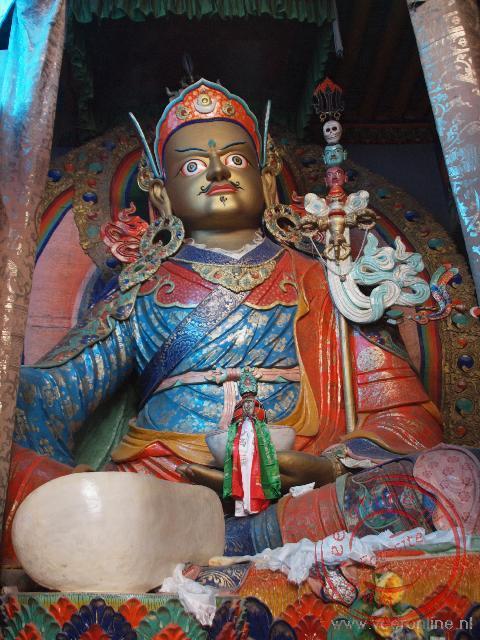 Een grote afbeelding van Boeddha in het Hemis klooster in Ladakh