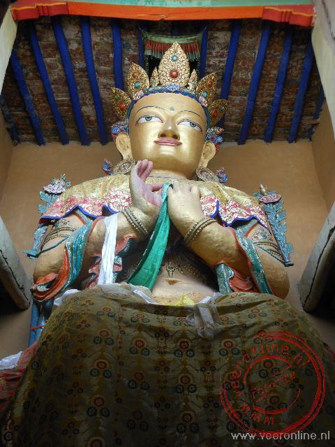 De Future Boeddha van ruim 10 meter hoog