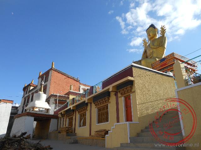 Het grote Boeddha beeld van het Likir Klooster